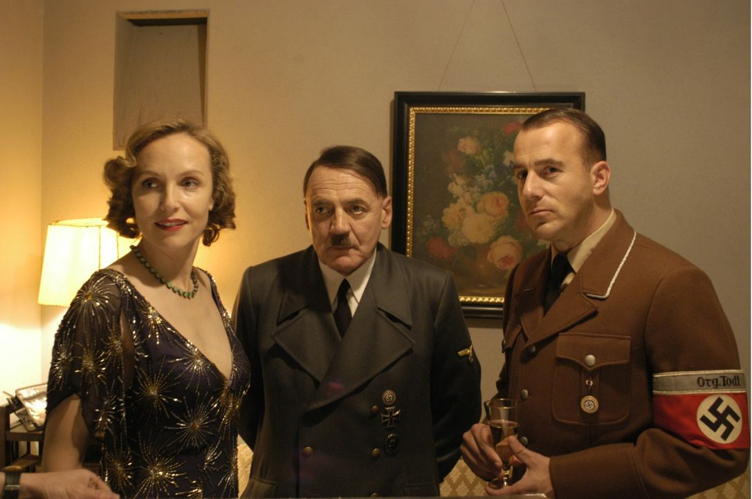 (v.l.n.r.) Eva Braun (Juliane Köhler); Adolf Hitler (Bruno Ganz); Albert Speer (Heino Ferch) - Bildquelle: Constantin Film Verleih GmbH