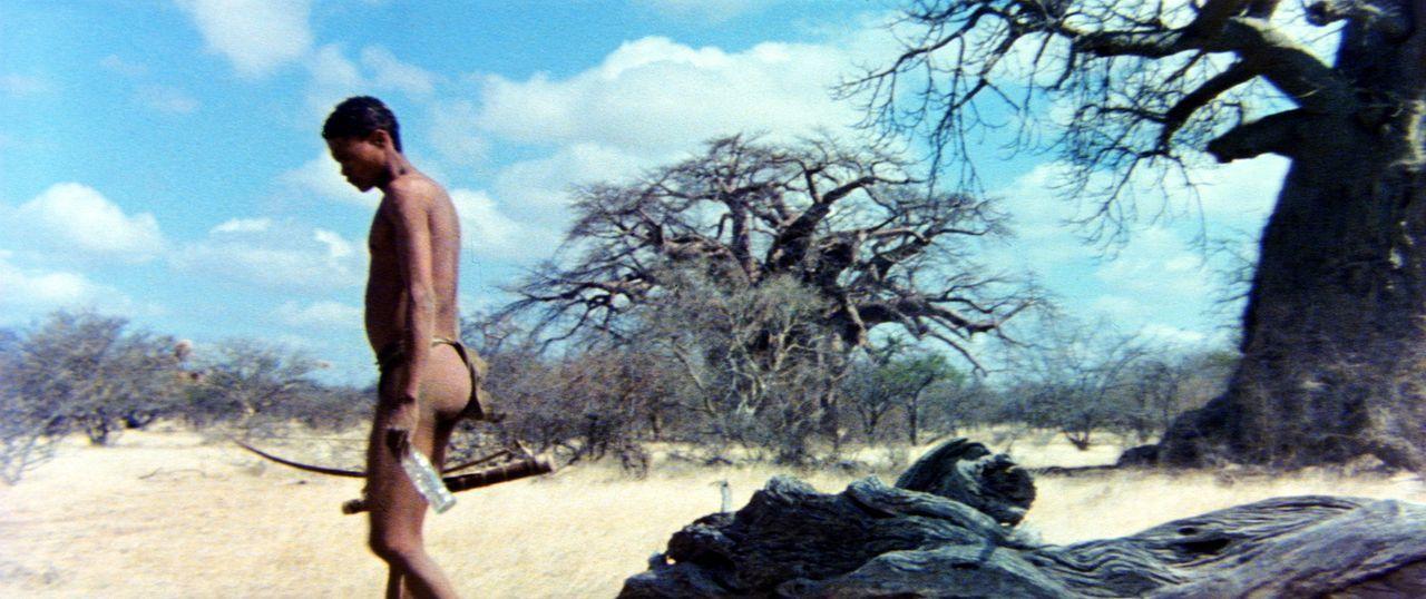 Da das Geschenk der Götter, eine leere Colaflasche, in dem friedlichen Stamm nur Zwist und Streit ausgelöst hat, beschließt der Buschmann Xixo (N... - Bildquelle: 20th Century Fox Film Corporation