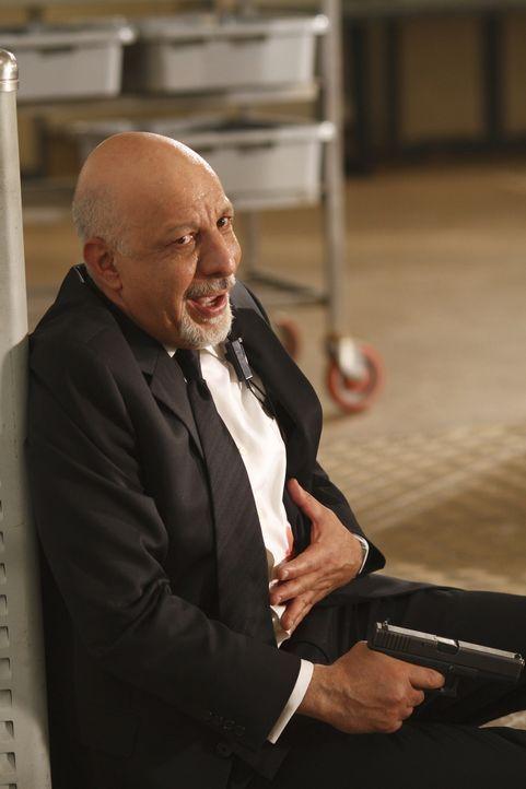 Was ist mit Leibwächter Gerald (Erick Avari) geschehen? - Bildquelle: Warner Brothers