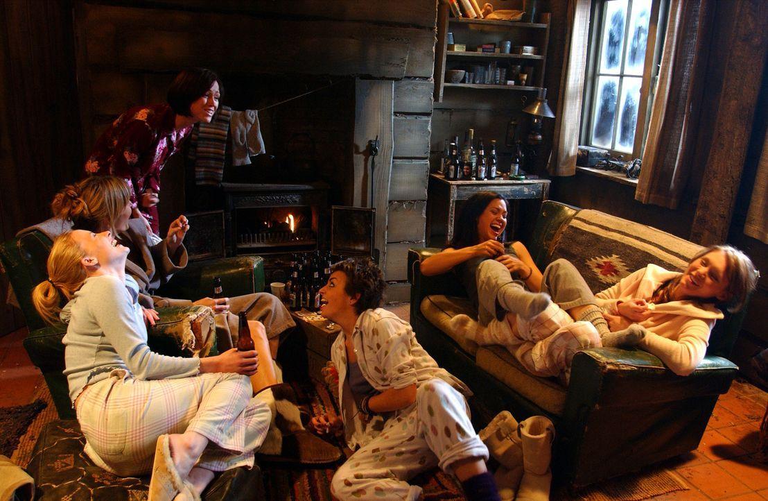 Noch ahnen sie nicht, in welche Gefahr ihr Ausflug sie bringt: v.l.n.r. die Freundinnen Beth (Alex Reid), Sarah (Shauna MacDonald), Rebecca (Saskia... - Bildquelle: Square One Entertainment
