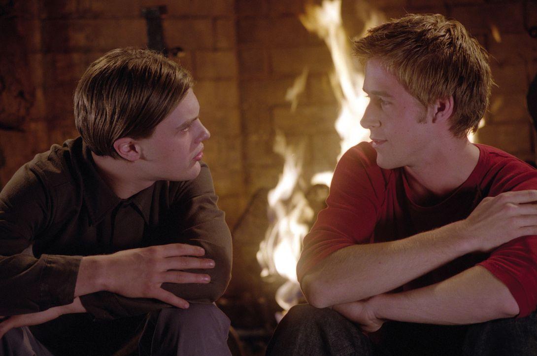 Justin Pendleton (Michael Pitt, l.) und Richard Haywood (Ryan Gosling, r.) verbindet auf den ersten Blick nur, dass sie beide die gleiche Schule bes... - Bildquelle: Warner Brothers International Television Distribution Inc.