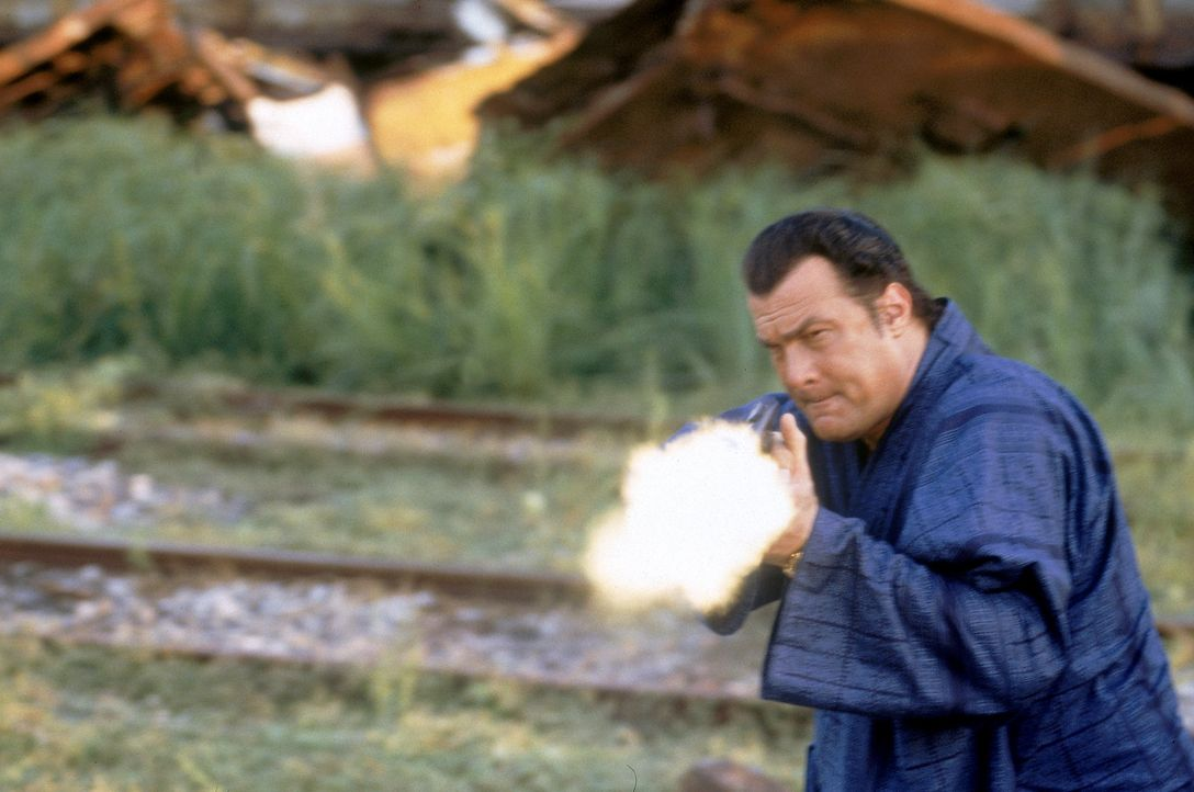 Aus dem Dickicht des thailändischen Urwalds führt eine Spur Jake Hopper (Steven Seagal) direkt in das Dickicht der Politik ... - Bildquelle: MGM Home Entertainment
