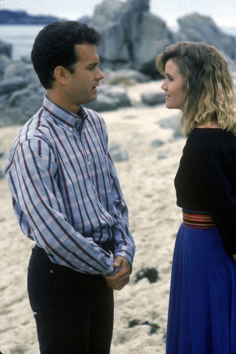 Eigentlich möchte Scott (Tom Hanks, l.) die hübsche Emily (Mare Winningham, r.) etwas fragen. Doch ob er sich traut? - Bildquelle: Touchstone Pictures