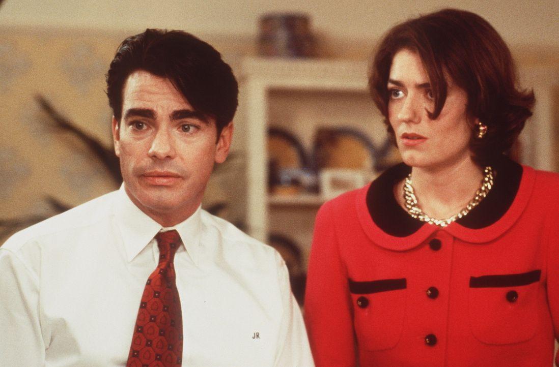 James (Peter Gallagher, l.) und seine Frau Barbara (Anna Chancellor, r.) sind ratlos ... - Bildquelle: Warner Bros.