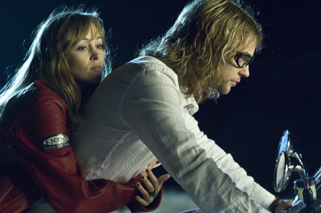 Auf einer wilden Party gerät Nicole (Autumn Reeser, l.) in die Fänge von Biker Shane (Angus Sutherland, r.) und seiner Gang. Sie ahnt nicht, dass... - Bildquelle: Warner Brothers