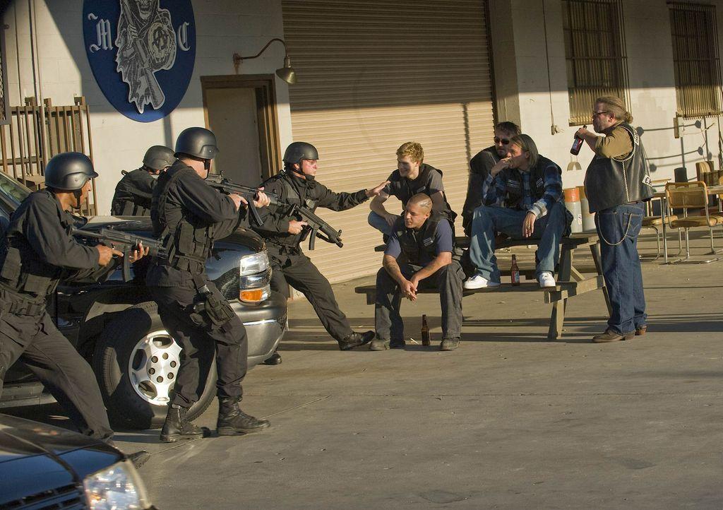 """Die """"Sons of Anarchy"""" geraten mal wieder ins Visier des ATF ... - Bildquelle: 2008 FX Networks, LLC. All rights reserved."""