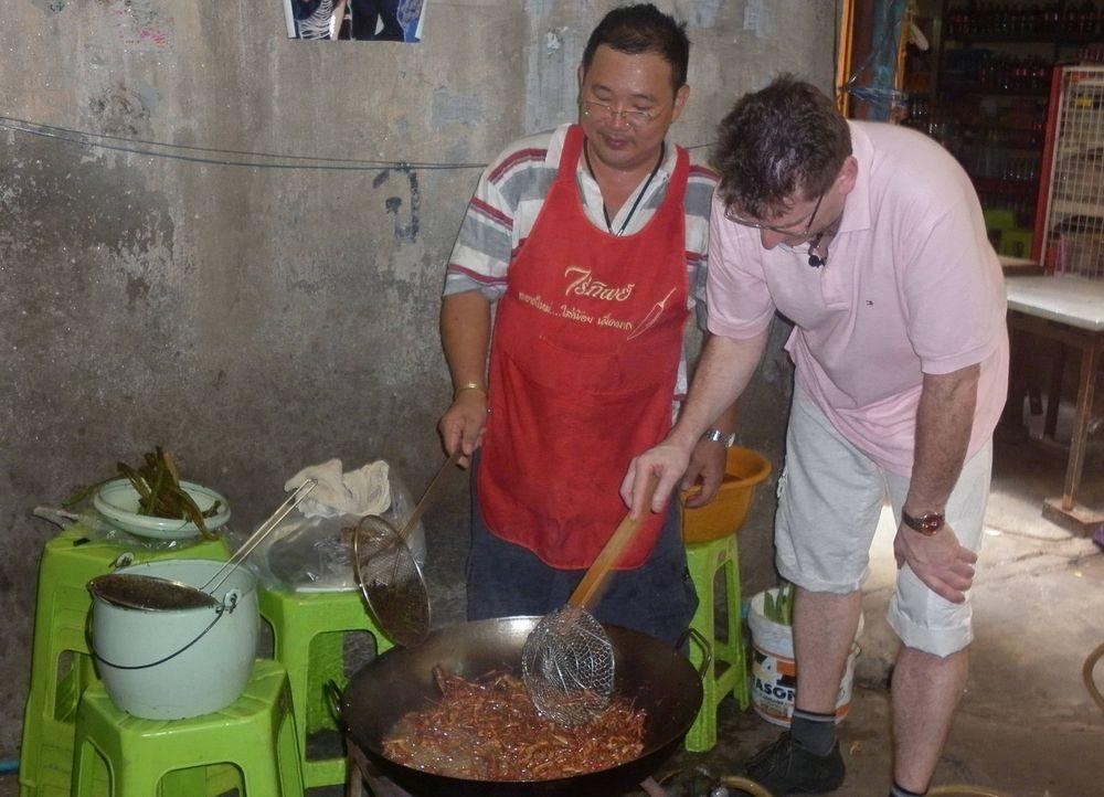 Statt Pommes rot-weiß, Thai Curry rot und scharf? Oder statt der guten deutschen Curry-Wurst frische Froschschenkel lecker kombiniert mit frittiert... - Bildquelle: kabel eins