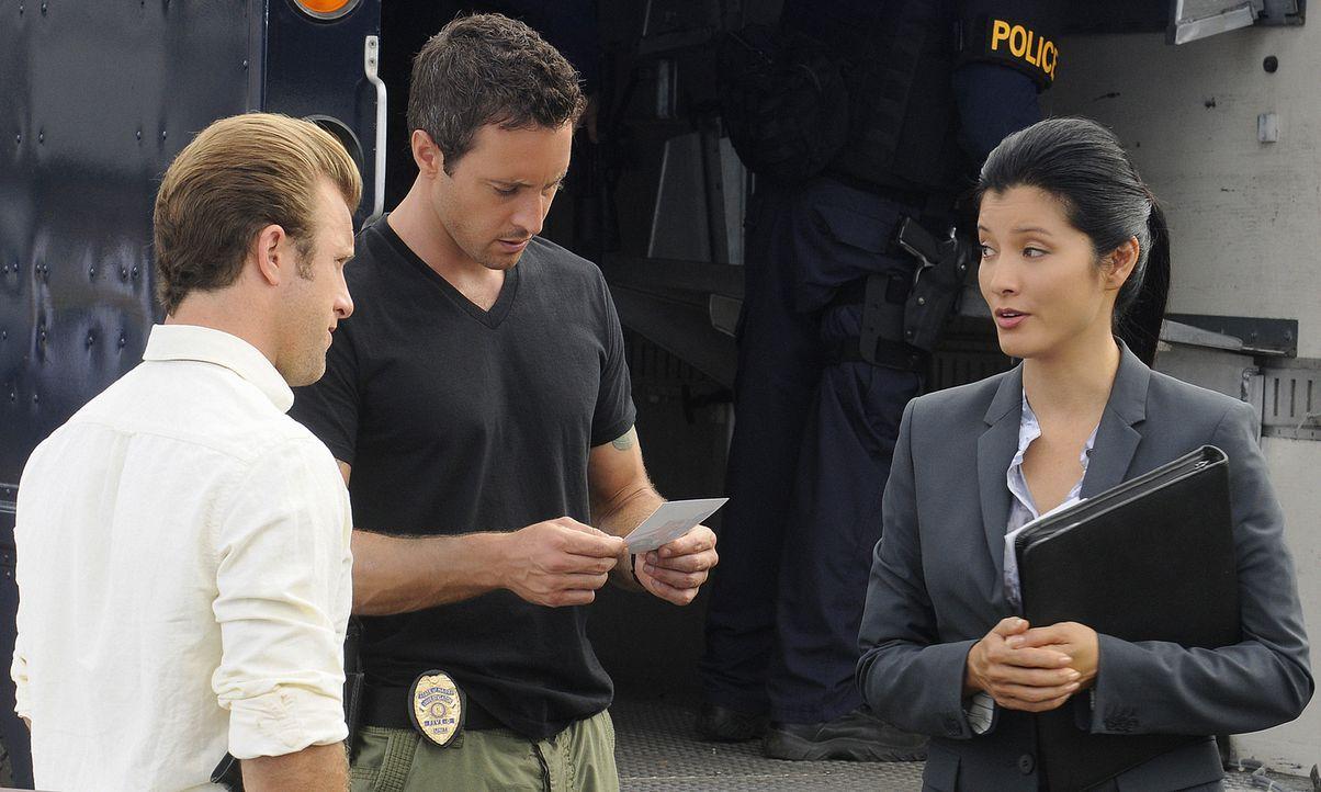 Als Graham, der beschuldigt wird, seine Frau getötet zu haben flieht er und nimmt Geiseln. Danny (Scott Caan, l.) und Steve (Alex O'Loughlin, M.) we... - Bildquelle: TM &   2010 CBS Studios Inc. All Rights Reserved.