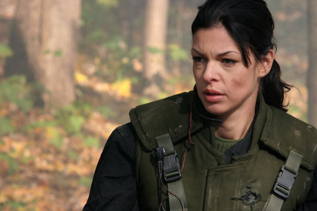 Auf der Suche nach einem gefährlichen Terroristen, der sich in den Wäldern Afghanistans versteckt hält, wird die schöne Katya (Pollyanna McIntosh) u... - Bildquelle: CPT Holdings, Inc. All Rights Reserved. (Sony Pictures Television International)