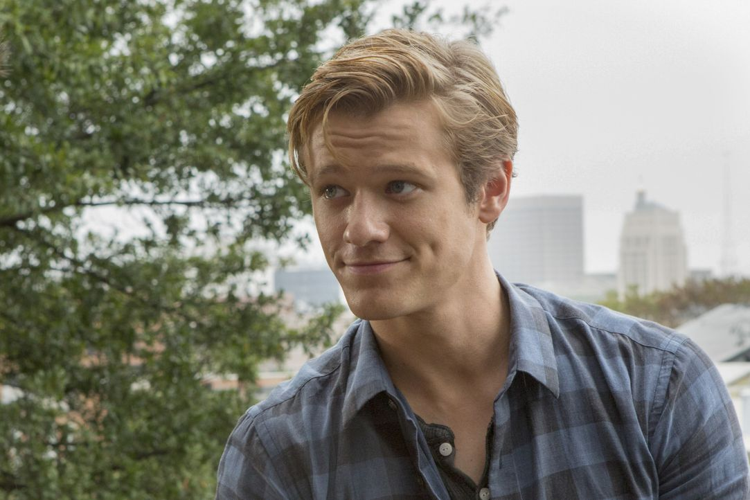 Als eine Gruppe von Studenten mit einem Forschungsschiff im arktischen Ozean festsitzt, ist MacGyvers (Lucas Till) Hilfe via Video Chat gefragt ... - Bildquelle: Kim Simms CBS © 2017 CBS Broadcasting, Inc. All Rights Reserved. / Kim Simms