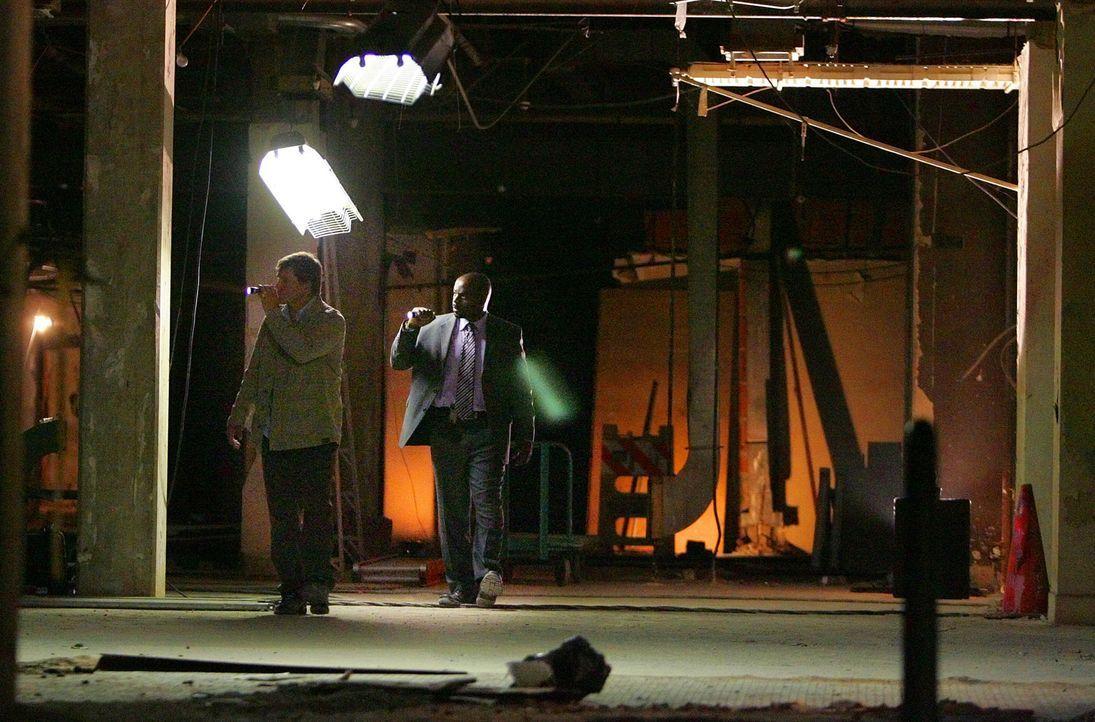 Mit Hilfe der drei Anschläge und etwas Mathematik können Charlie und Amita schlussfolgern, wo Shepard Crater sein wirkliches Attentat auf Polk gepla... - Bildquelle: Paramount Network Television
