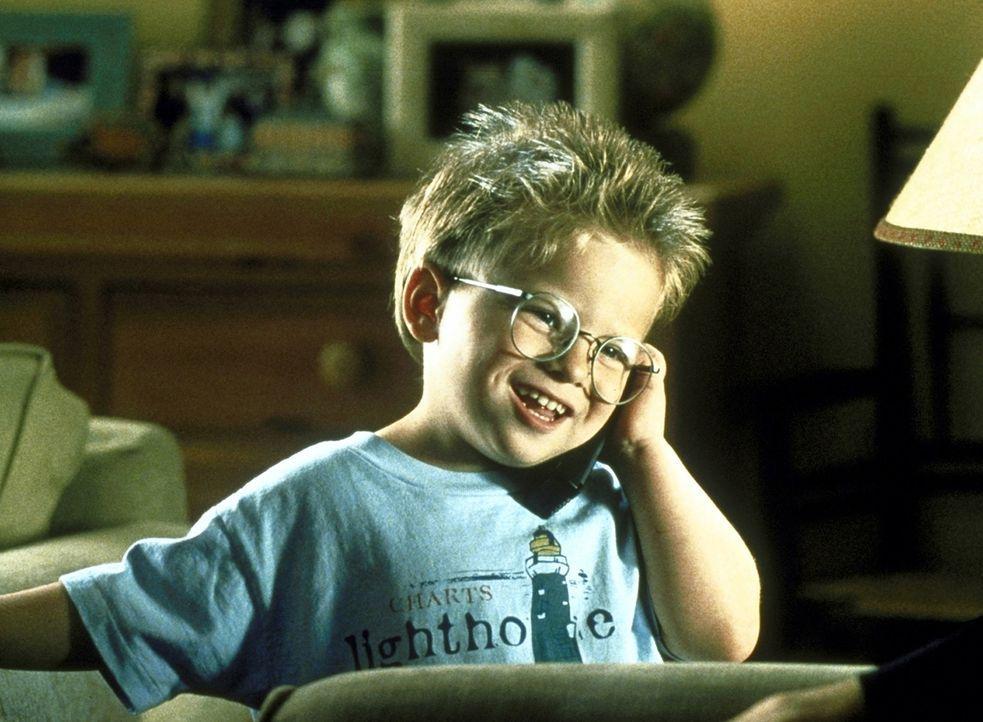 So nach und nach kann sich Ray (Jonathan Lipnicki) für einen neuen Papi erwärmen ... - Bildquelle: TriStar Pictures