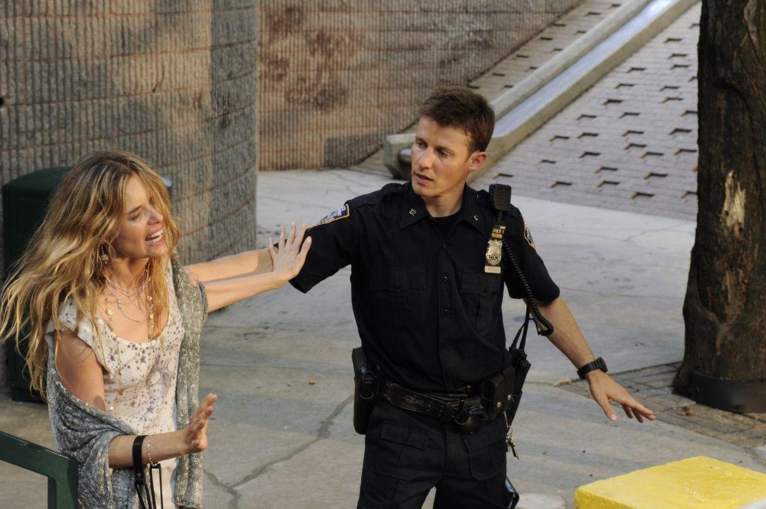 Eddie und Jamie (Will Estes, r.) wollen Sophia (Ricki Lander, l.) vor ihrem gewalttätigen Freund Paul beschützen. Doch als Eddie Paul zurückhalten w... - Bildquelle: Jeffrey R. Staab 2014 CBS Broadcasting Inc. All Rights Reserved.