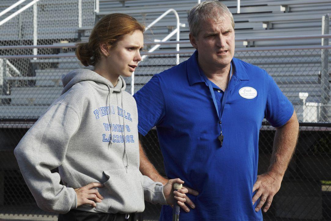 Haben sie etwas mit dem Mord an Joe Salerno zu tun? Heather Clayton (Meg Chambers Steedle, l.) und Coach Lou Davis (James Colby, r.) ... - Bildquelle: ABC Studios