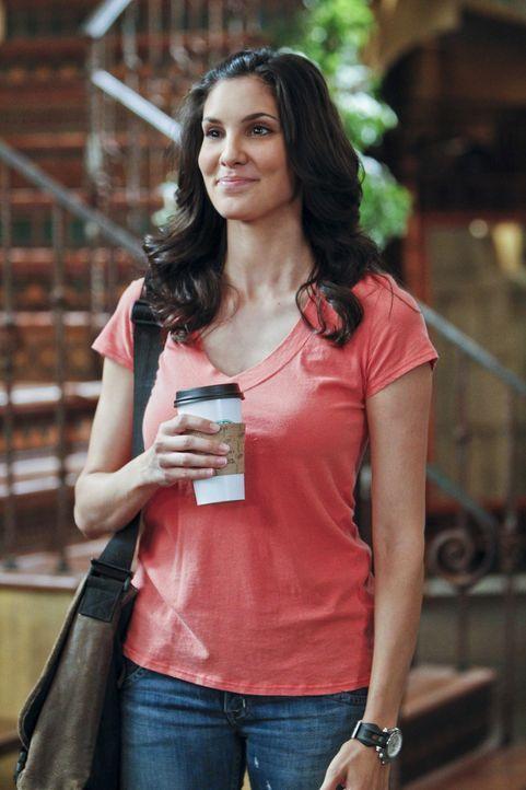 Nach ihrer Befreiung aus den Händen der Taliban wird Kensi (Daniela Ruah) von Hetty in den Innendienst versetzt, da sie nicht weiß, ob sie bereits w... - Bildquelle: CBS Studios Inc. All Rights Reserved.