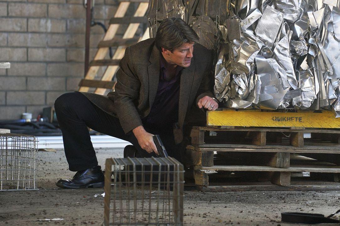Als Castle (Nathan Fillion) von einem von LokSats Handlangern entführt und auf ein Verhör vorbereitet wird, ahnt er nicht, wer das Verhör führen wir... - Bildquelle: Byron Cohen 2016 American Broadcasting Companies, Inc. All rights reserved.