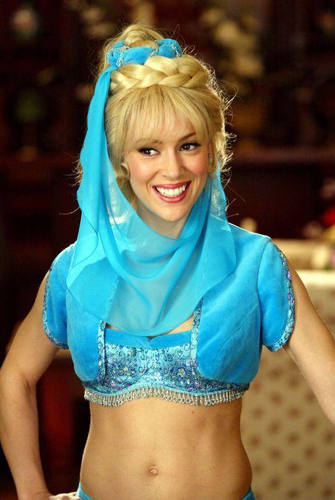 Widererwarten findet sich Phoebe (Alyssa Milano) als Flaschengeist wieder ... - Bildquelle: Paramount Pictures.