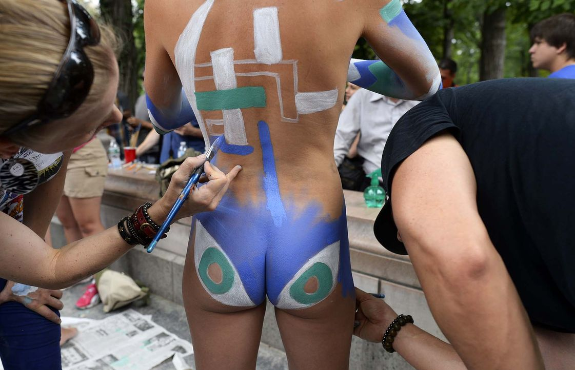 Body-Painting-14-07-26-2-AFP - Bildquelle: AFP