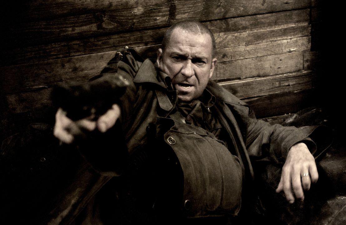 Wird von Mutanten entführt: Captain Nathan Rooker (Sean Pertwee) ... - Bildquelle: 2008 Campfame Limited. Mutant Chronicles International, Inc. All rights reserved.