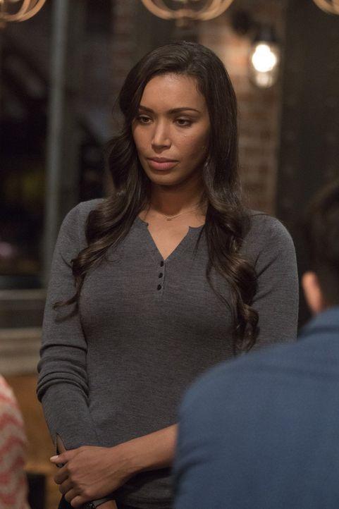 Als eine Wahrsagerin in Chinatown ermordet wird, ersucht Kay (Ilfenesh Hadera) für die Ermittlungen Cameron Blacks Hilfe ... - Bildquelle: Warner Bros.