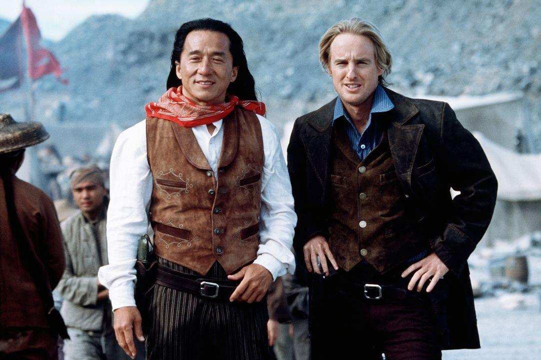 Immer wieder stolpern Möchtegern-Ganove Roy O'Bannon (Owen Wilson, r.) und der unbedarfte Chon (Jackie Chan, l.) von einer grotesken Situation in di... - Bildquelle: Beta Film GmbH