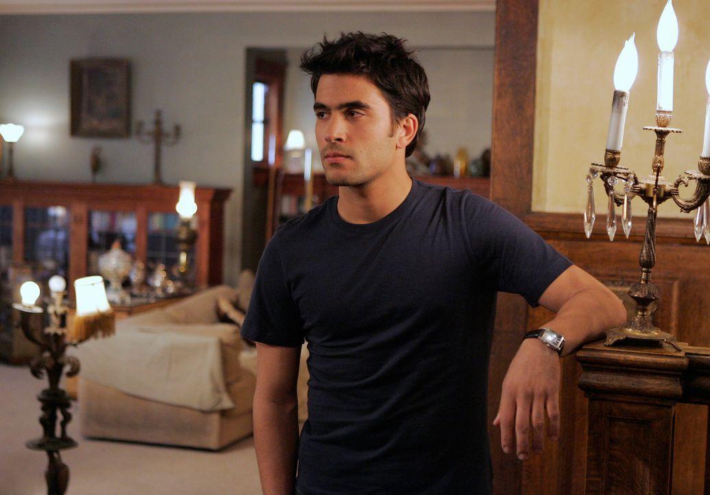 Der geheimnisvolle Gabriel (Ignacio Serricchio) besitzt ebenfalls die Gabe, mit den Toten zu sprechen und er hat Kontakt zu all den Geistern, die si... - Bildquelle: ABC Studios