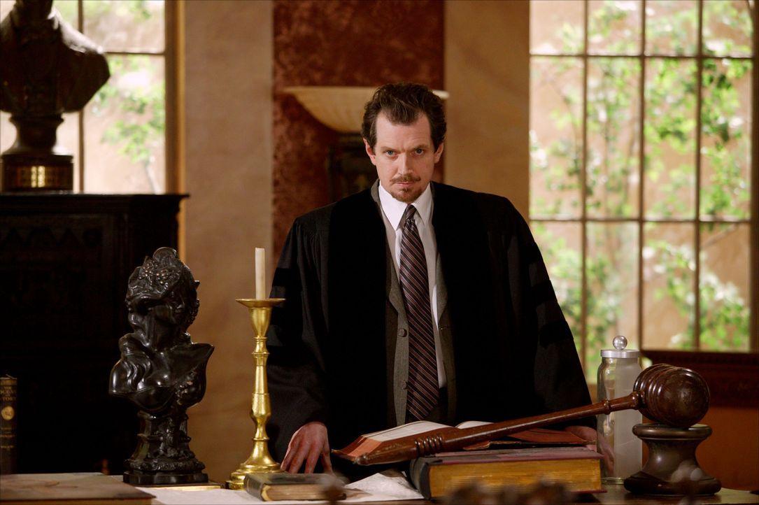 Gideon (Gildart Jackson) ist besorgt, dass ihm die Mächtigen Drei auf die Schliche kommen könnten ... - Bildquelle: Paramount Pictures.