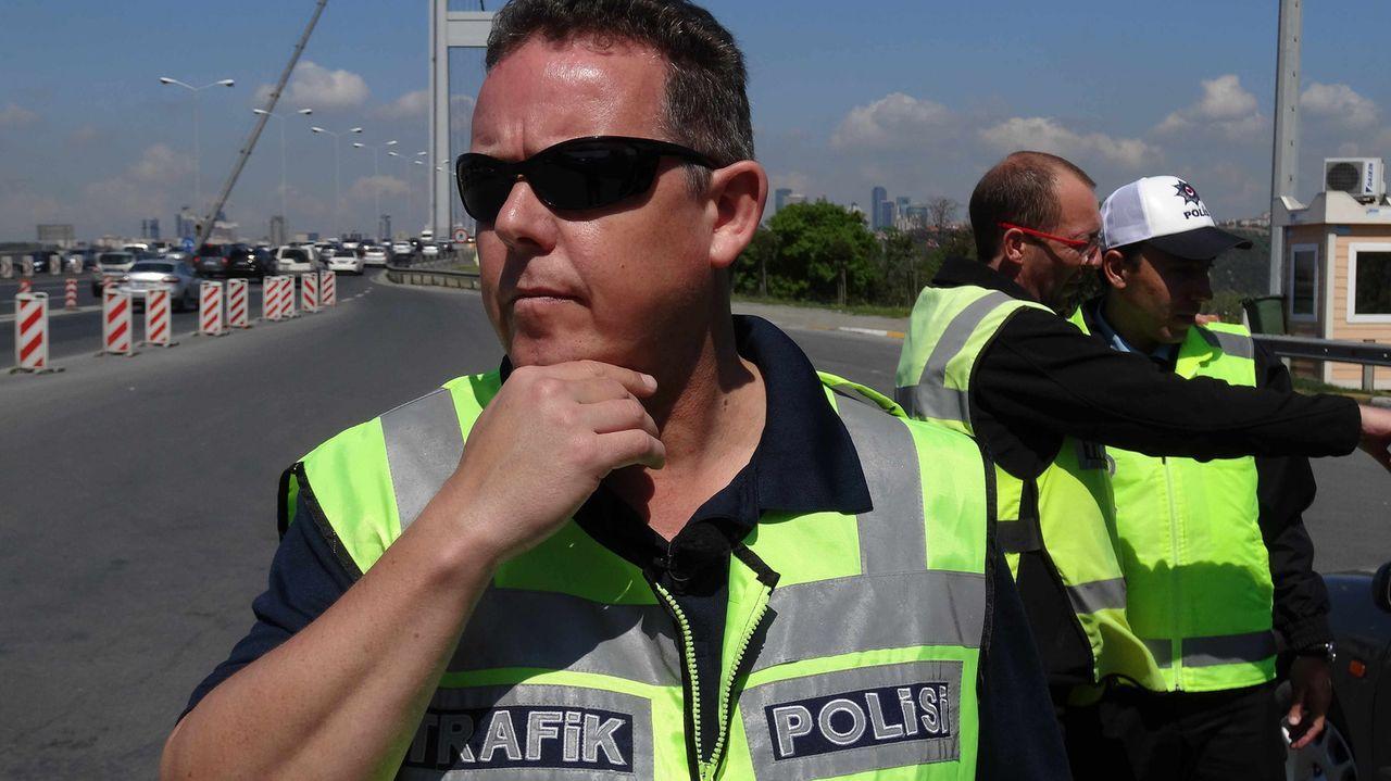 Toto (l.) und Harry (M.), die Bochumer Kult-Polizisten, sind wieder im Einsatz. Doch diesmal ist ihnen der Ruhrpott nicht genug - sie gehen in Istan... - Bildquelle: kabel eins