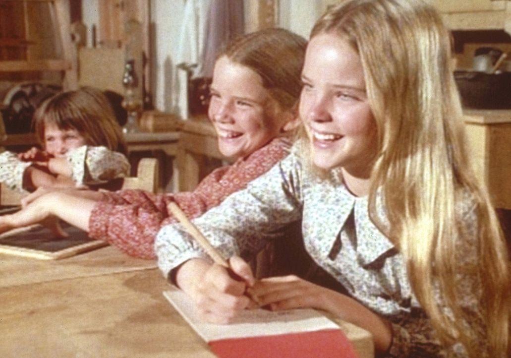 Mary (Melissa Sue Anderson, r.), Laura (Melissa Gilbert, M.) und Carrie (Lindsay Sidney Greenbush) freuen sich über die erste erfolgreiche Ernte ih... - Bildquelle: Worldvision
