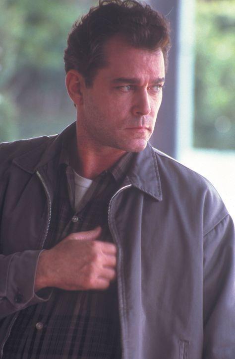 Schon früh wird George klar, dass er nicht daran interessiert ist, ein Leben wie sein fürsorglicher und schwer arbeitender Vater (Ray Liotta) zu füh... - Bildquelle: New Line Cinema