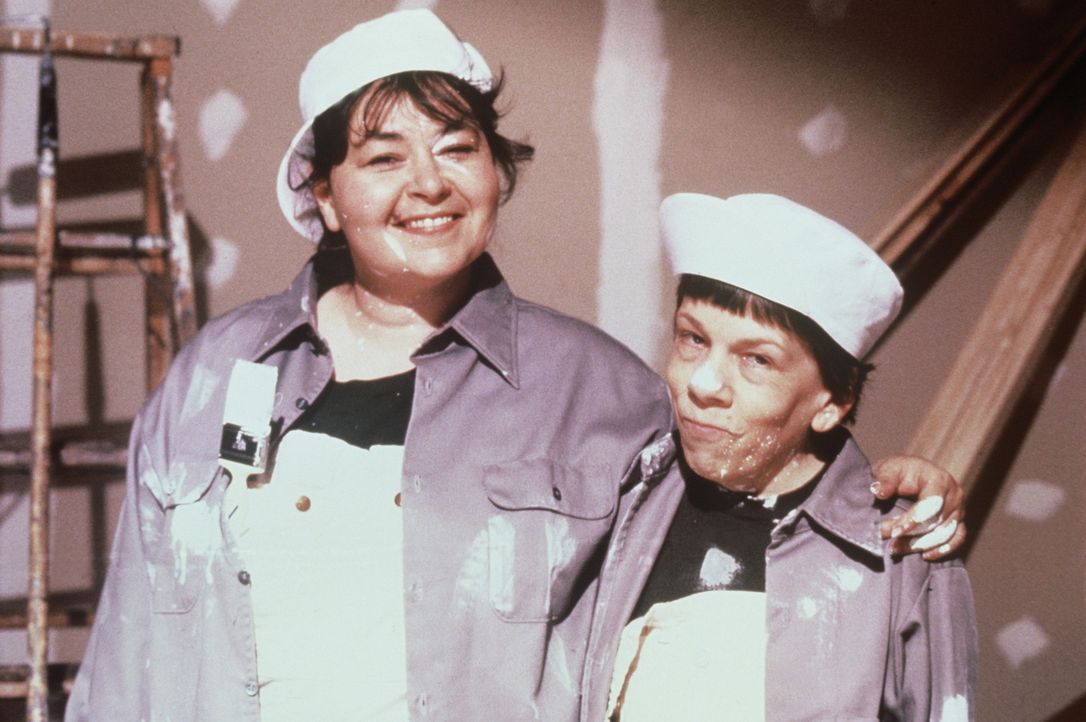 Seit sie von ihrem Mann verlassen wurde, nimmt Ruth (Roseanne Barr, l.) ihr Leben selbst in die Hand. Zusammen mit ihrer Freundin Hooper (Linda Hunt... - Bildquelle: 20th Century Fox