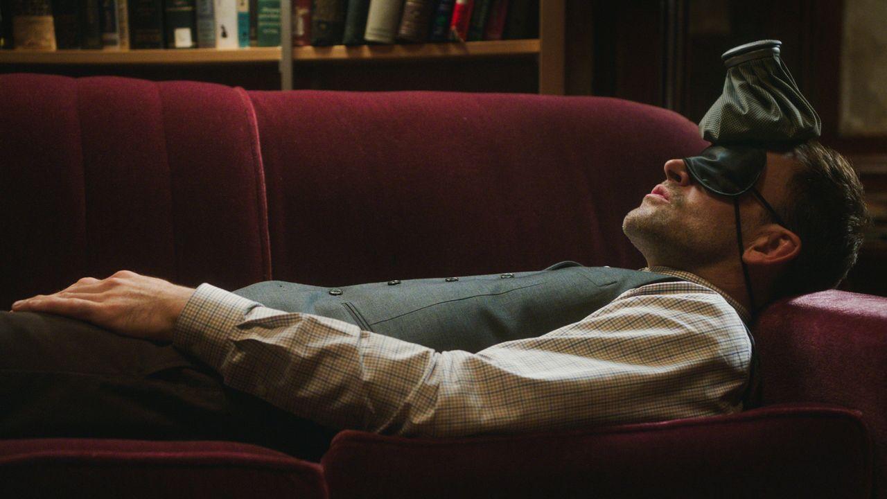 Sherlock Holmes (Jonny Lee Miller) hat wieder mal seine ganz eigene Art und Weise, seinen neuen Fall zu lösen ... - Bildquelle: 2017 CBS Broadcasting Inc. All Rights Reserved.