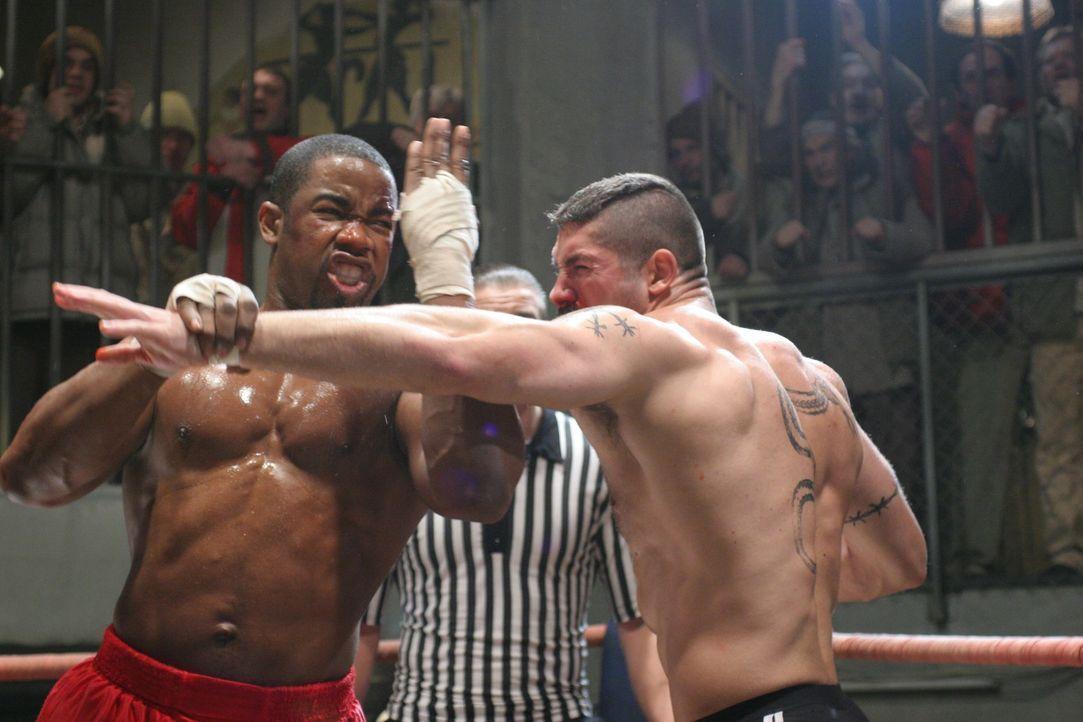 Schwergewichtsboxer George Chambers (Michael Jai White, l.) sitzt unschuldig im Gefängnis. Dort wird er Knastkämpfen gezwungen, mit denen ein Unterw... - Bildquelle: Nu Image Films