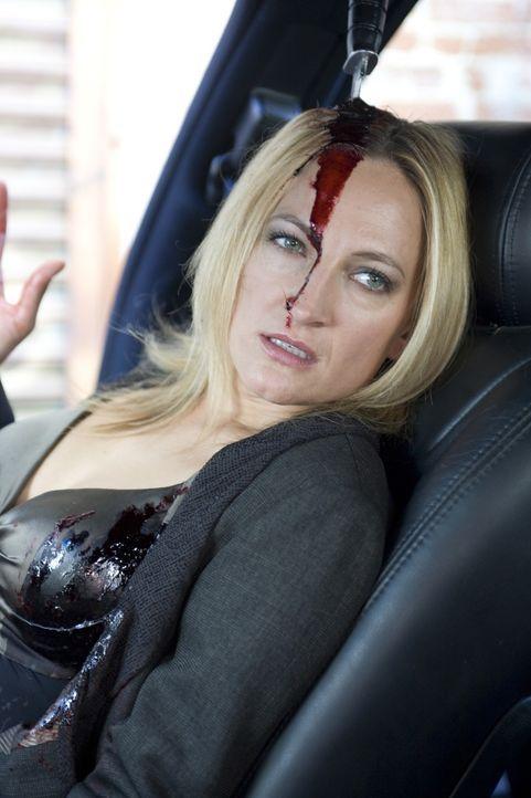 Die abgebrühte Auftragskillerin Eve (Zoe Bell) bekommt von einem Opfer kurz vor dem Ableben ein Messer in den Kopf gerammt. Nachdem sie von einem zw... - Bildquelle: 2009 Colton Productions, Inc. All Rights Reserved.