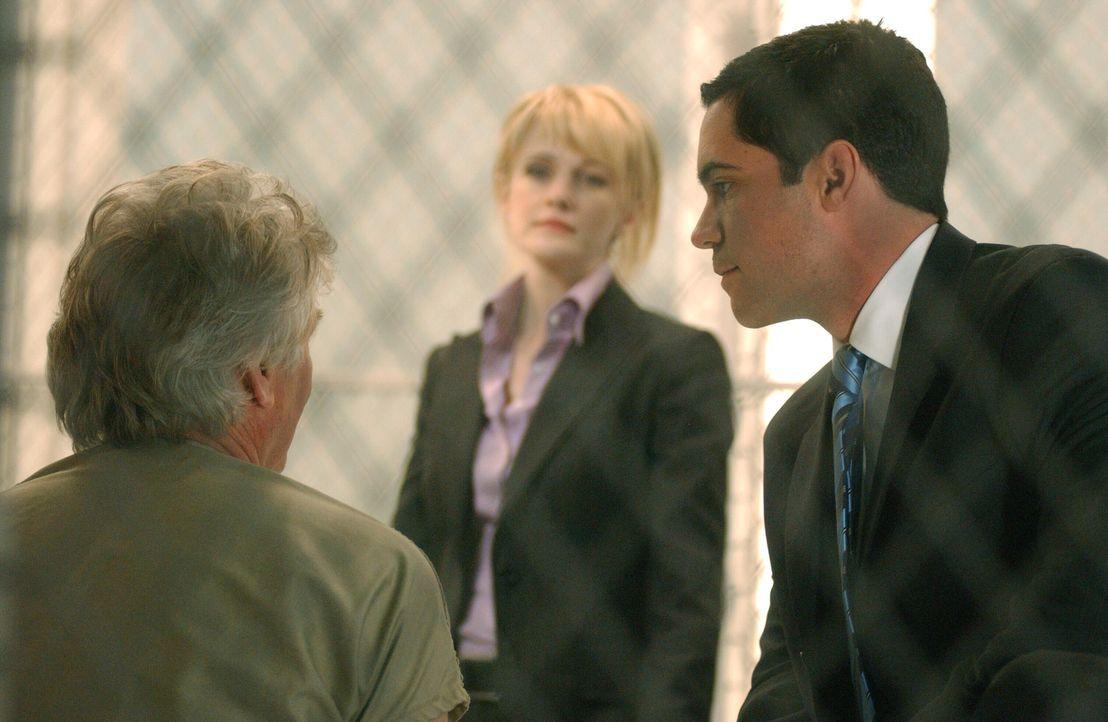 Det. Lilly Rush (Kathryn Morris, M.) und ihr Kollege Det. Scott Valens (Danny Pino, r.) woollen verhindern, dass der Serienmörder Roy Anthony (Barry... - Bildquelle: Warner Bros. Television