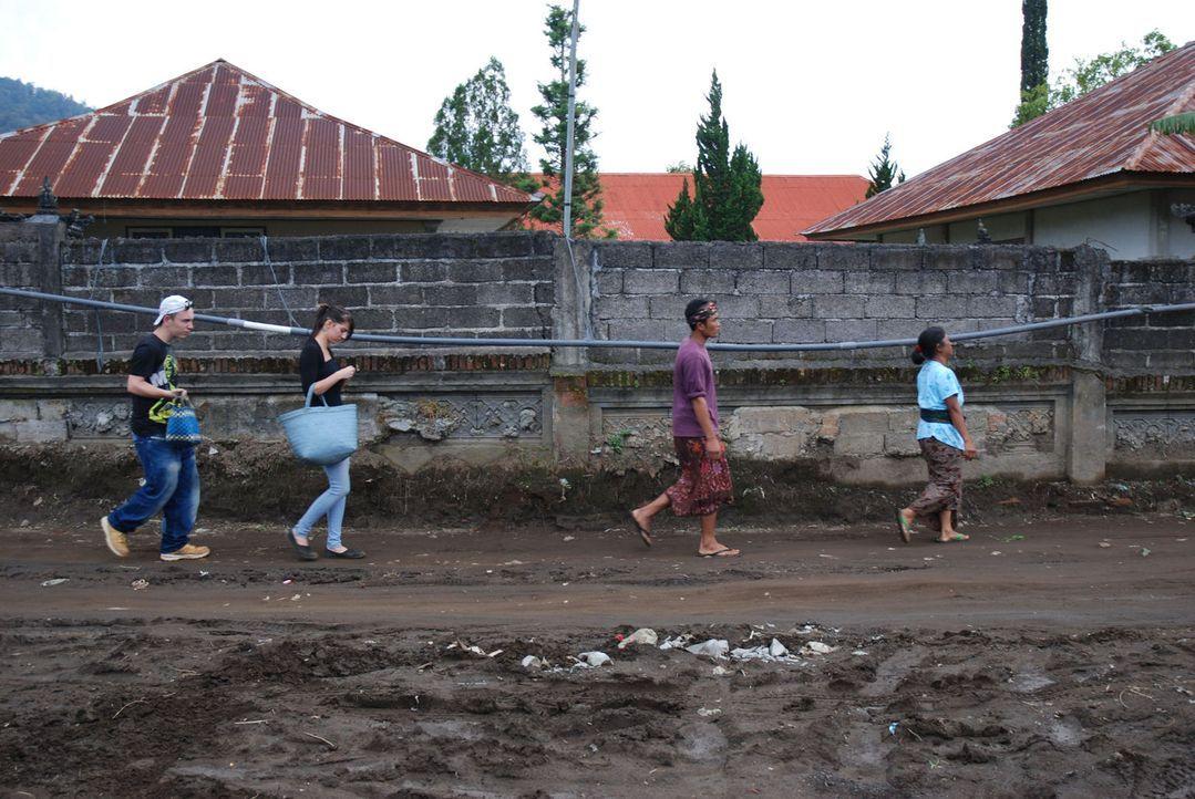 Die Eltern von Dominique (l.) und Aileen (r.) sehen nur noch eine Möglichkeit: Sie schicken ihre Kinder zu den strengsten Eltern der Welt auf Bali. - Bildquelle: kabel eins