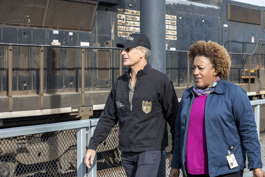 (v.l.n.r.) Dwayne Pride (Scott Bakula); Dr. Loretta Wade (CCH Pounder) - Bildquelle: Skip Bolen 2017 CBS Broadcasting, Inc. All Rights Reserved / Skip Bolen
