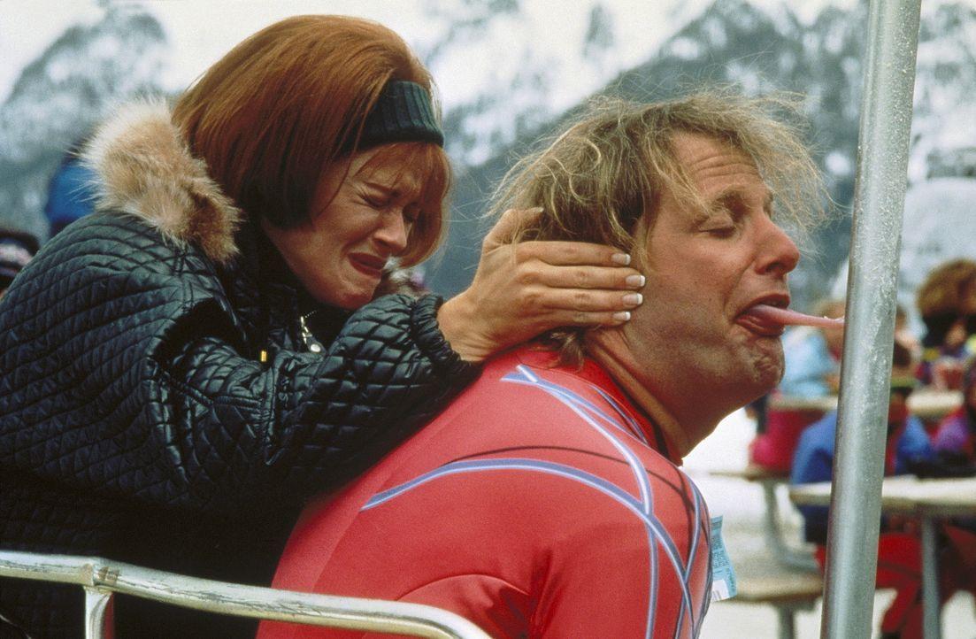 Mary (Lauren Holly, l.) gibt nicht auf, doch eigentlich ist Harry (Jeff Daniels, r.) nicht mehr zu helfen ... - Bildquelle: New Line Cinema