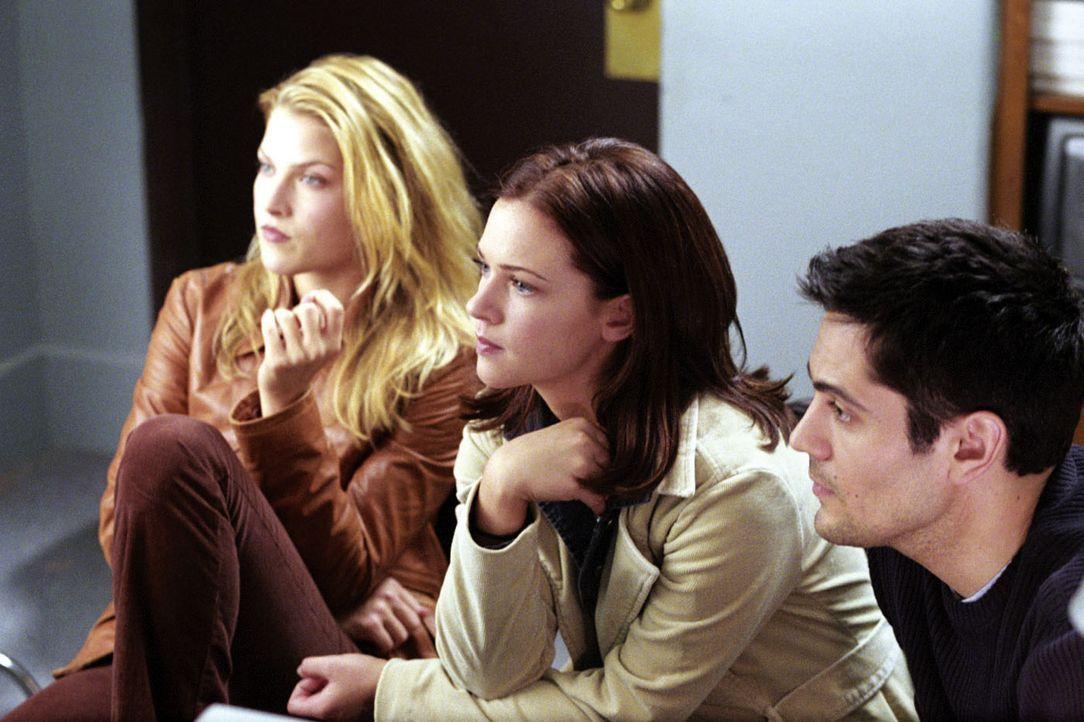 Im Visier des Todes: (v.l.n.r.) Clear (Ali Larter), Kimberly (A. J. Cook) und Thomas (Michael Landes) ? - Bildquelle: Warner Bros. Television
