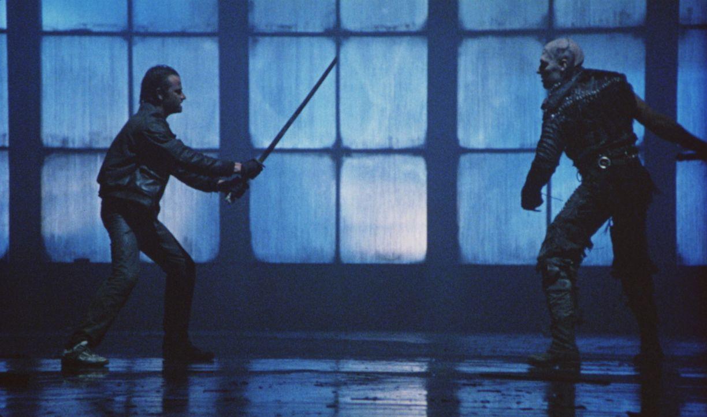 Das Schicksal führt Connor (Christopher Lambert, l.) in die neue Welt - nach New York City. Dort tritt er im entscheidenden Zweikampf gegen Kurgan... - Bildquelle: 20th Century Fox Film Corporation
