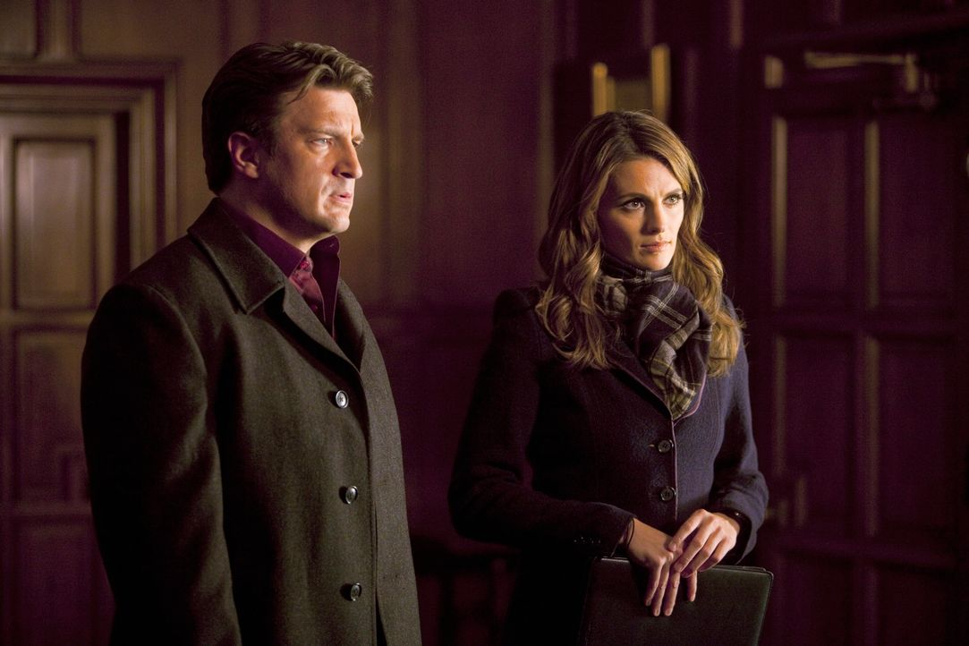 Der aktuelle Fall hat höchste Priorität: Richard Castle (Nathan Fillion, l.) und Kate Beckett (Stana Katic, r.) ermitteln. - Bildquelle: 2011 American Broadcasting Companies, Inc. All rights reserved.