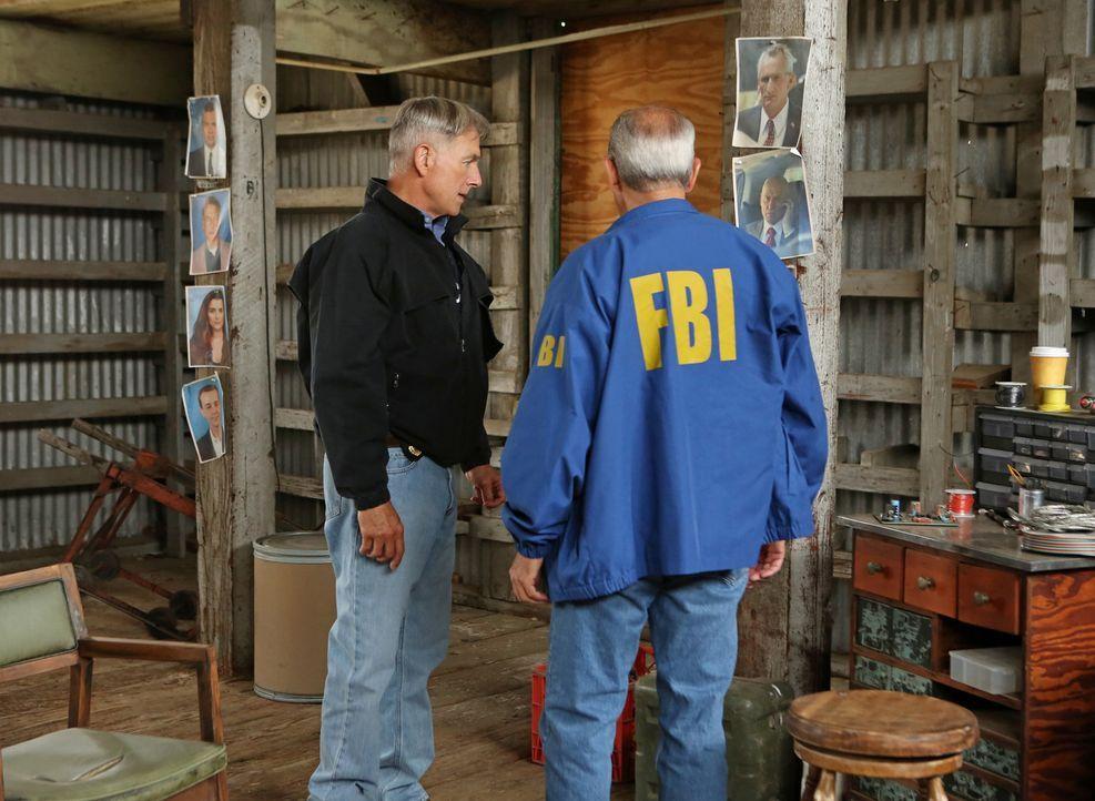 Bei den Ermittlungen in einem neuen Fall: Gibbs (Mark Harmon, l.) und Senior FBI Agent T.C. Fornell (Joe Spano, r.) ... - Bildquelle: CBS Television