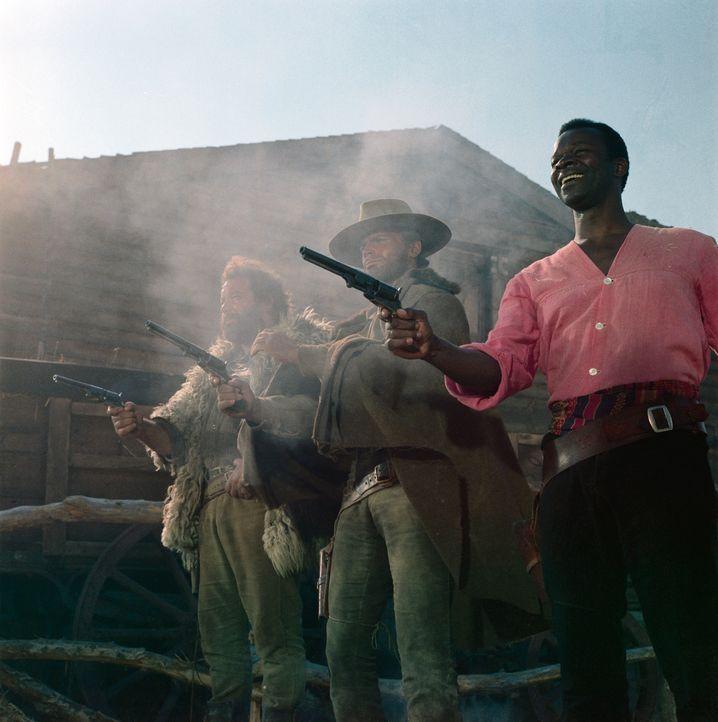 Cat (Terence Hill, l.), Hutch (Bud Spencer, M-.) und Thomas (Brock Peters, r.) ist es gelungen, der Spielbank das verlorene Geld wieder abzujagen ... - Bildquelle: Paramount Pictures