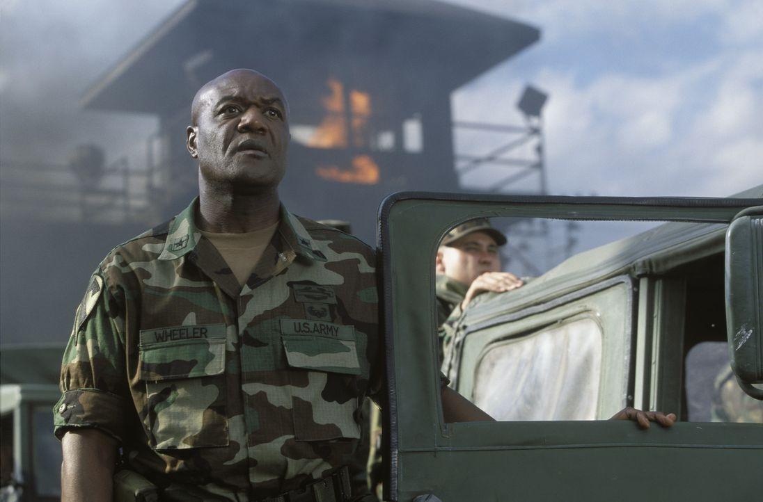 Kommt zu spät: General Wheeler (Delroy Lindo) ... - Bildquelle: TM &   2001 DREAMWORKS LLC. All Rights reserved.