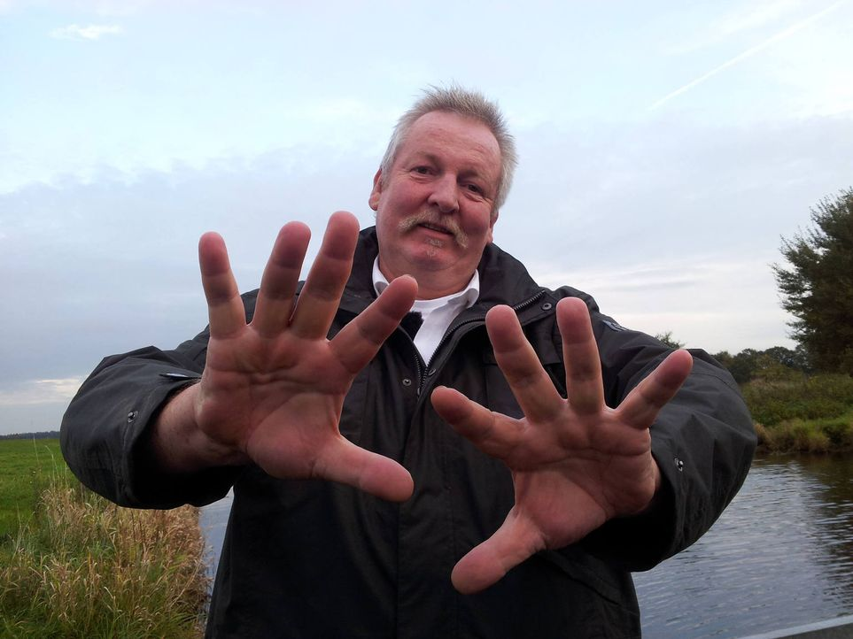"""2,05 m groß, 145 kg schwer, Hände so groß wie Bratpfannen und doch so sensibel: Tamme Hanken ist ein sogenannter """"Knochenbrecher"""". Der Ostfriese ist... - Bildquelle: kabel eins"""