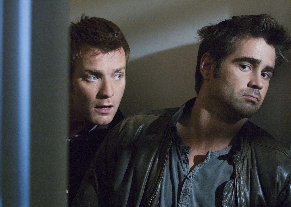 Während des geplanten Mordanschlages werden die Brüder Terry (Colin Farrell, r.) und Ian (Ewan McGregor, l.) überrascht ... - Bildquelle: Constantin Film