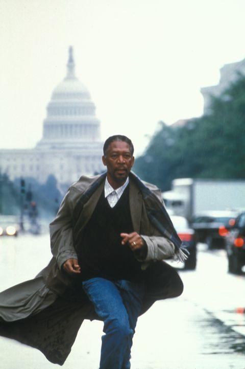 Schon bald erhärtet sich für den FBI-Psychologen Alex Cross (Morgan Freeman) der Verdacht, dass der Kindsentführer mit den grausamen Serienmorden in... - Bildquelle: Bruce Talamon 2001 Paramount Pictures