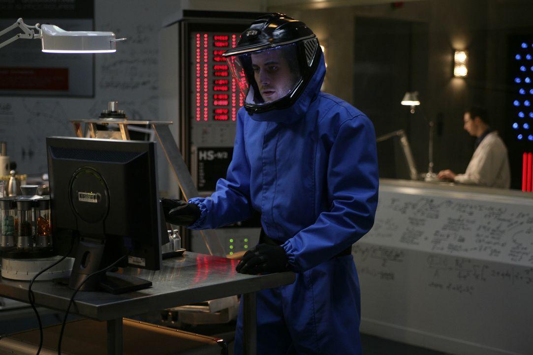 """Untersucht Kim und die """"Columbus"""": Zane Donovan (Niall Matter) ... - Bildquelle: Universal Television"""