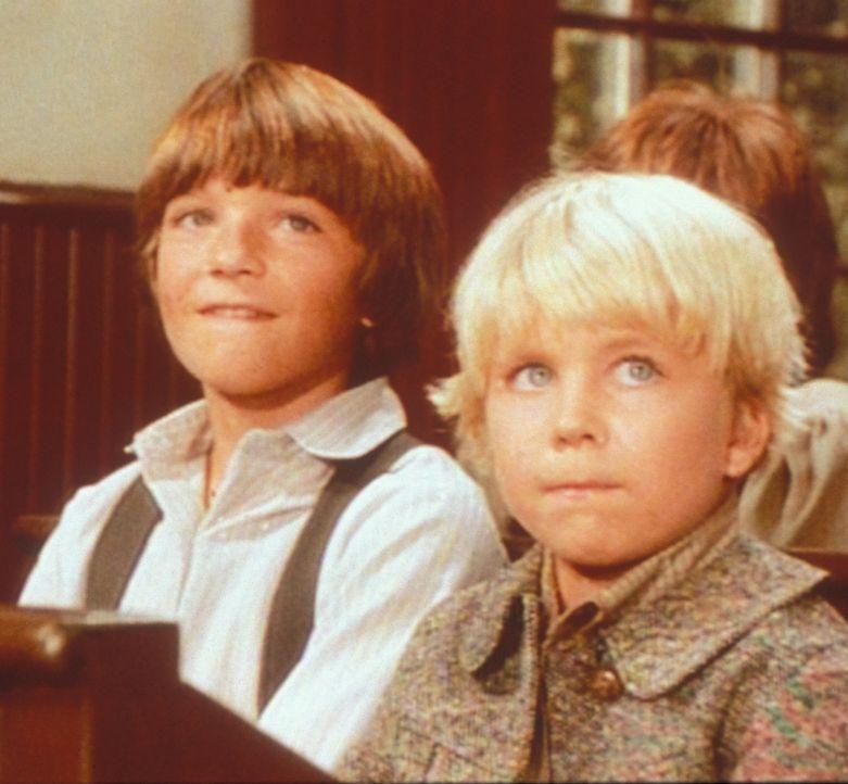 Weil er stottert, wird der kleine Gideon (Peter Billingsley, l.) von seinen Klassenkameraden gehänselt. Nur James (Jason Bateman, r.) macht sich ü... - Bildquelle: Worldvision