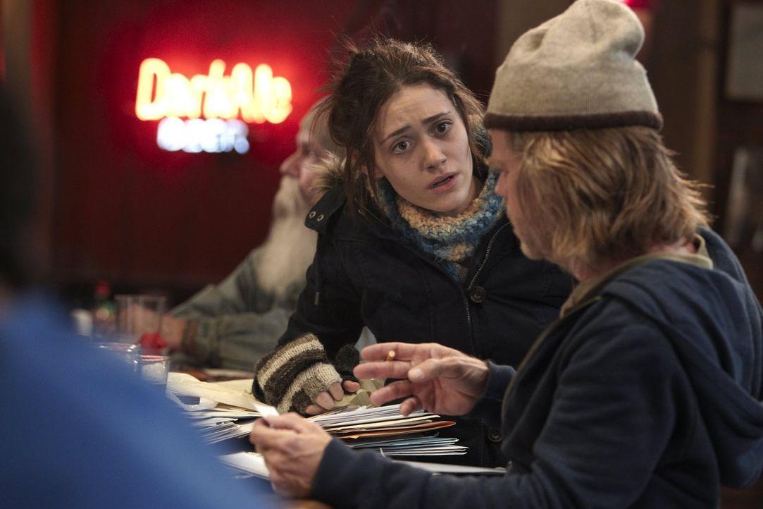 Mehrere Tausend Dollar Schulden? Fiona (Emmy Rossum, l.) kann nicht glauben, was Frank (William H. Macy, r.) ihr und ihren Geschwistern antut ... - Bildquelle: 2010 Warner Brothers